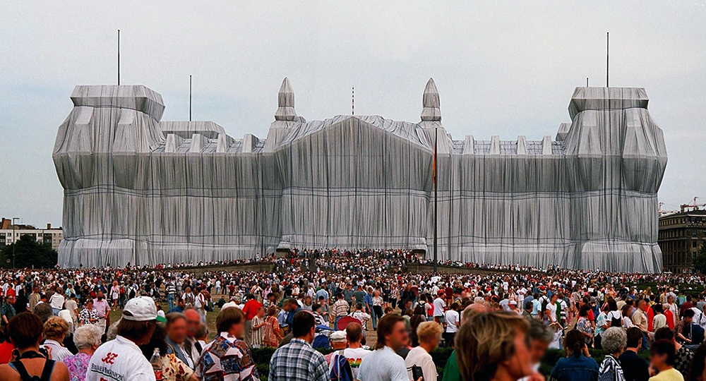 Christo and Jeanne-Claude, Wrapped Reichstag, 1971-95, © Christo (photo: Jotefa, CC BY-NC-SA 2.0)